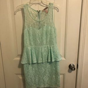 Dresses & Skirts - Blue lace forever 21 dressblue